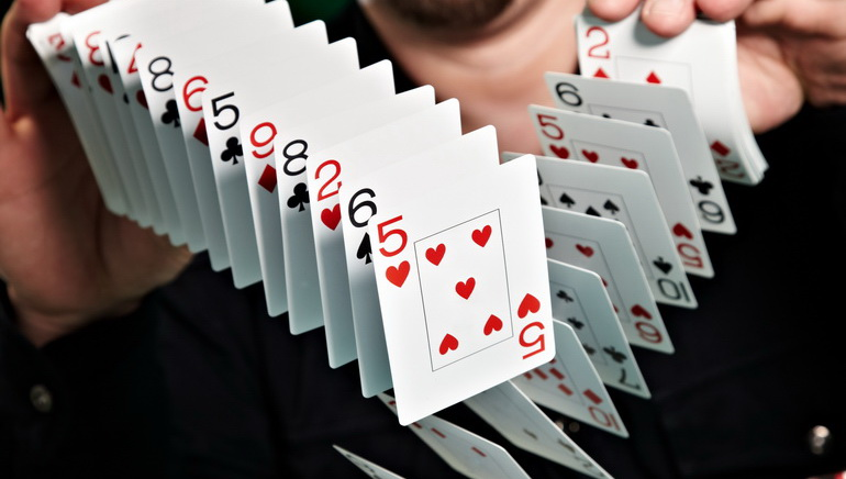独特嘅纸牌游戏